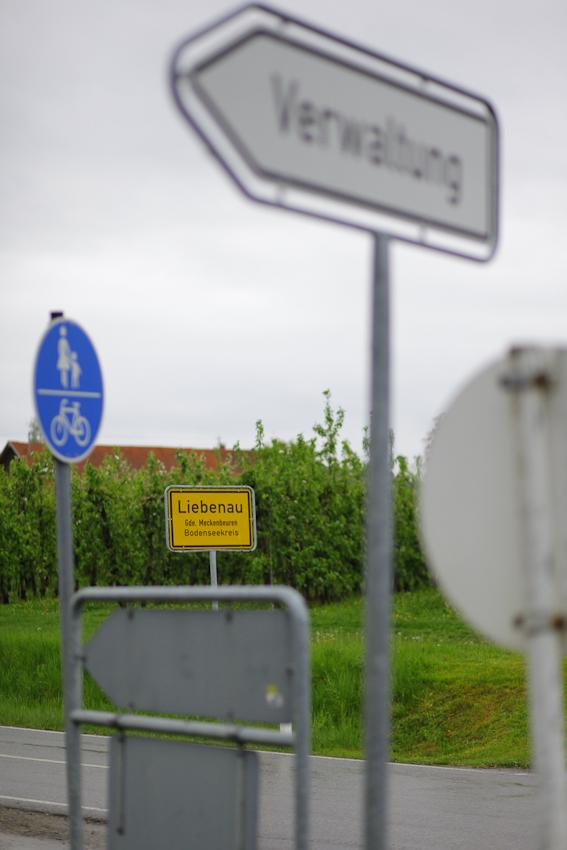 Der kleine Ort Liebenau liegt im Bodenseekreis, umgeben von Gemüse- und Obstplantagen.